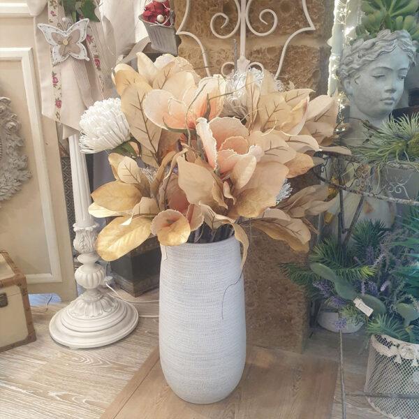 Vaso in resina con fiori